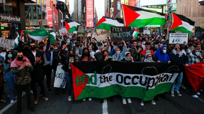 واشنگٹن میں فلسطین کے حق میں ریلی، اسرائیلی فورسز کے خلاف نعرے بازی۔
